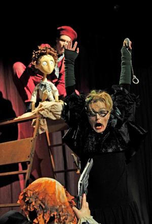 Szenenfoto »Schlimmes Ende« mit Vanessa Valk und Annette Bieker (Foto: M. Korbel)