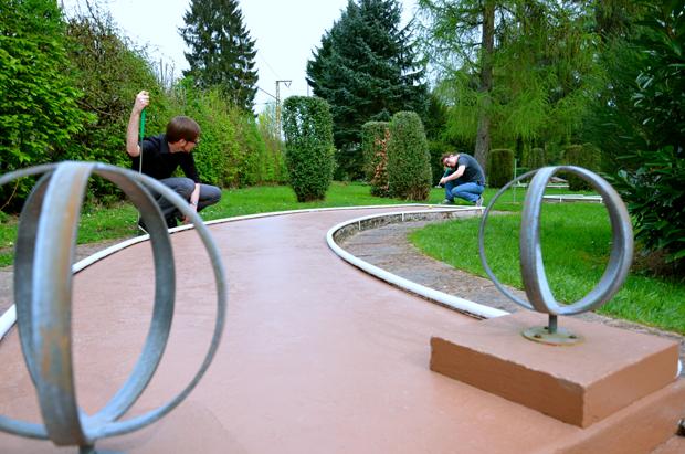 Minigolf – ein Sport für Physiker (Foto: K. Feldhaus)