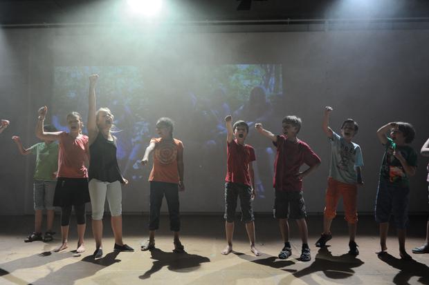 Theaterklub 1 – »Hinter der Milchstraße« (Foto: M. Korbel)